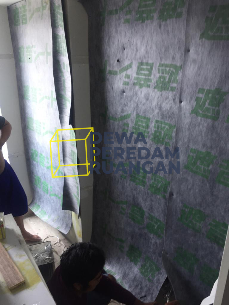 Dinding Peredam Ruangan